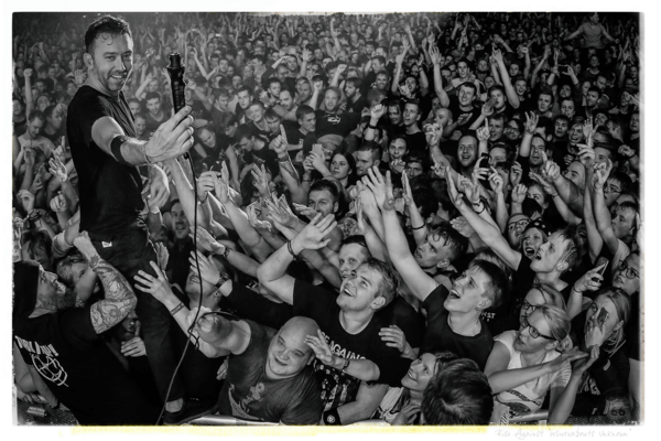 """Rise Against lançará photo book: """"Whereabouts Unknown"""""""