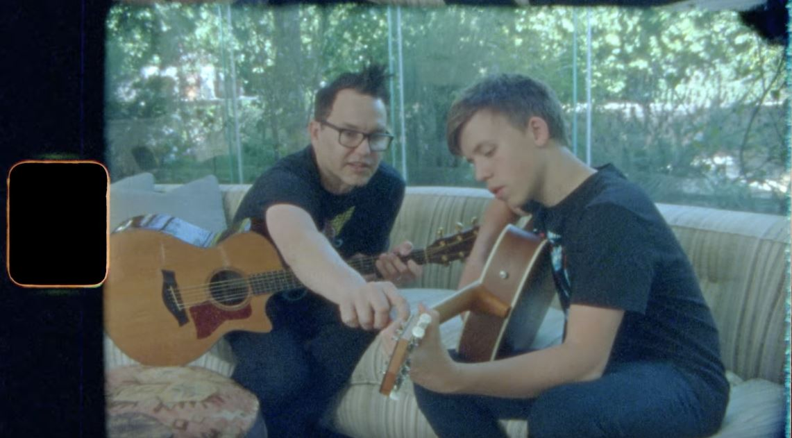 "Blink-182 lança clipe de ""Home Is Such A Lonely Place"""