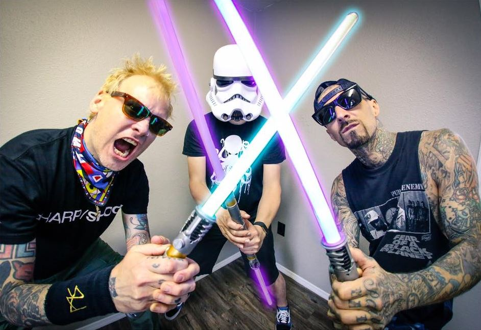 "Blink-182 divulga lyric video da inédita ""Wildfire"""